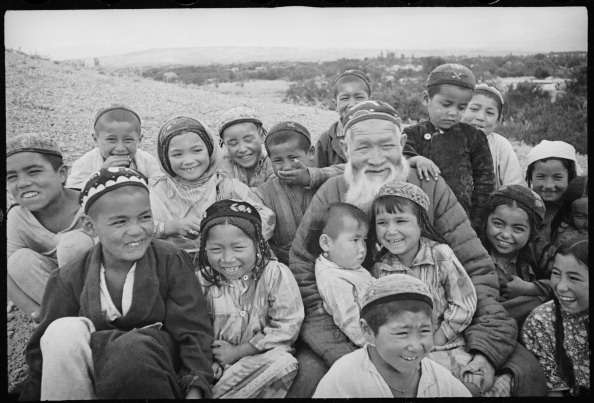 Central Asia「An Old Man With Children」:写真・画像(16)[壁紙.com]