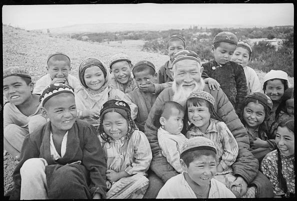 Skull Cap「An Old Man With Children」:写真・画像(7)[壁紙.com]