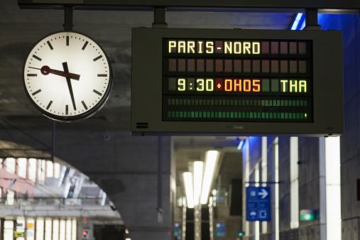Arrival Departure Board「Belgium, Antwerpen, Arrival-departure board in train station」:スマホ壁紙(19)