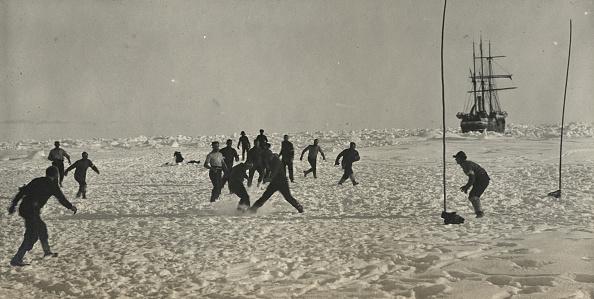 雪「Soccer During A 'Hold Up'」:写真・画像(0)[壁紙.com]