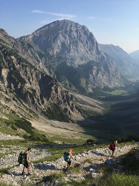 Hiking「Hiking Across The Karwendel Mountain Range」:写真・画像(11)[壁紙.com]