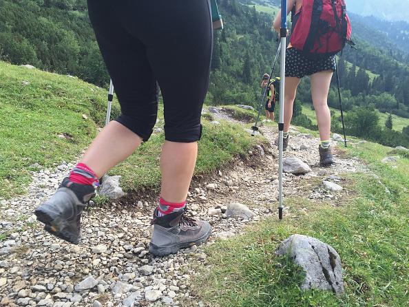 Hiking「Hiking Across The Karwendel Mountain Range」:写真・画像(2)[壁紙.com]