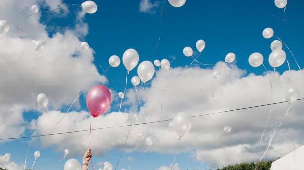 Flying Balloons:スマホ壁紙(壁紙.com)