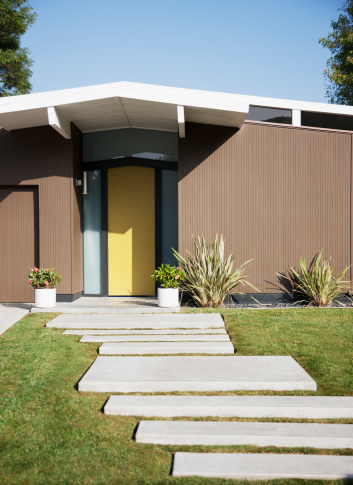 California「Front door and walkway of modern house」:スマホ壁紙(7)