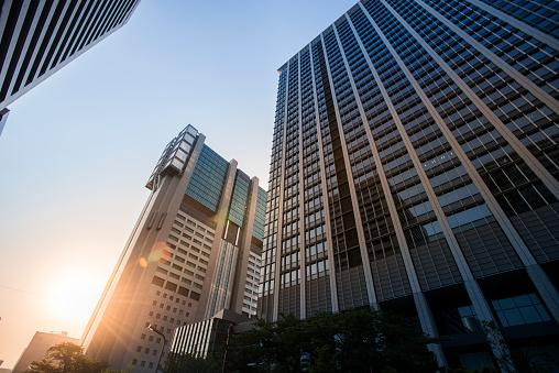 Skyscraper「Stunning sunlight passes into business district.」:スマホ壁紙(4)