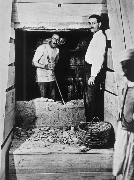 Tomb「Howard Carter And A Colleague Excavating A Tomb In The Valley Of The Kings Egypt 1922」:写真・画像(13)[壁紙.com]