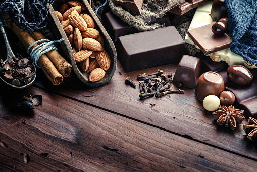 Star Anise「Chocolate, nuts and ingredients in old-fashioned style on wood table」:スマホ壁紙(15)