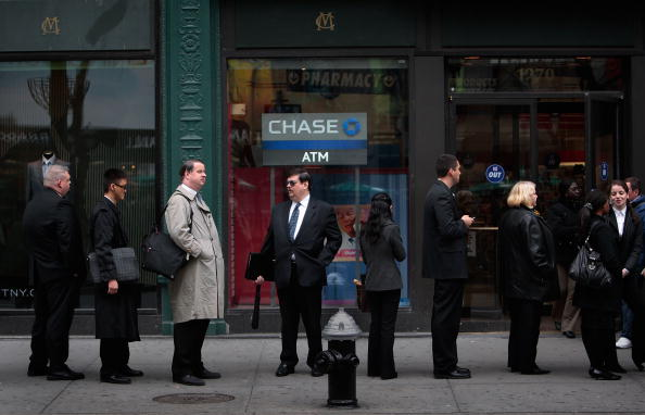 In A Row「New York Area Residents Looking For Employement Attend Job Fair」:写真・画像(5)[壁紙.com]