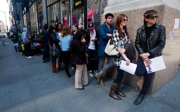 In A Row「Weekly Unemployment Claims Reach 26 Year High」:写真・画像(12)[壁紙.com]