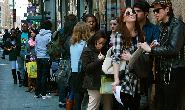 In A Row「Weekly Unemployment Claims Reach 26 Year High」:写真・画像(8)[壁紙.com]