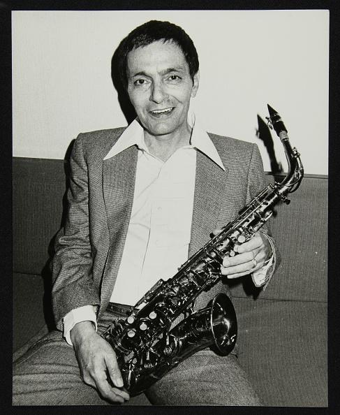 概念とトピック「Art Pepper holding his saxophone, Royal Festival Hall, London, 14 July, 1980. Artist: Denis Williams」:写真・画像(11)[壁紙.com]
