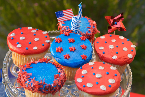 Fourth of July「Fourth of July Cupcakes, American Flag on Patriotic Picnic Cake」:スマホ壁紙(10)
