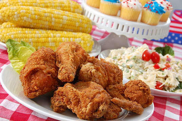 Fourth of July Picnic with chicken, corn and cupcakes:スマホ壁紙(壁紙.com)