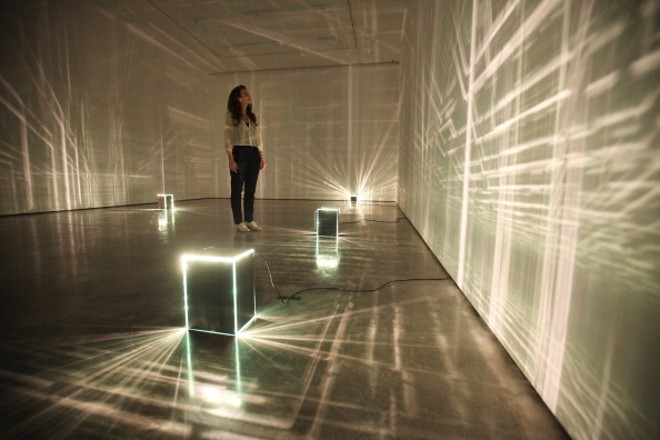 Illuminated「Staff Prepare For The Opening Of The New White Cube Bermondsey Gallery」:写真・画像(16)[壁紙.com]