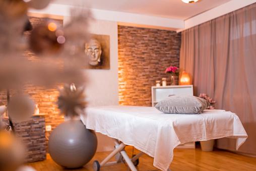 Healing「Empty massage room in a beauty spa」:スマホ壁紙(1)