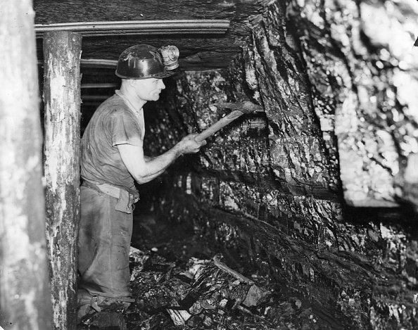 Pick Axe「Miner At Work」:写真・画像(2)[壁紙.com]