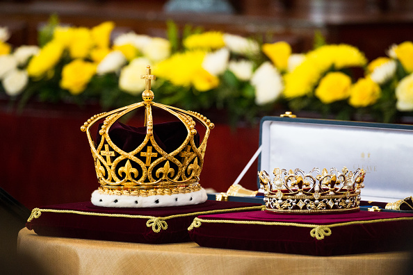 Crown - Headwear「Tonga Marks Coronation Of King Tupou VI」:写真・画像(4)[壁紙.com]
