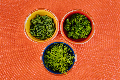 Fennel「Three different herbs in bowls on an orange placemat with focus on the thyme」:スマホ壁紙(3)