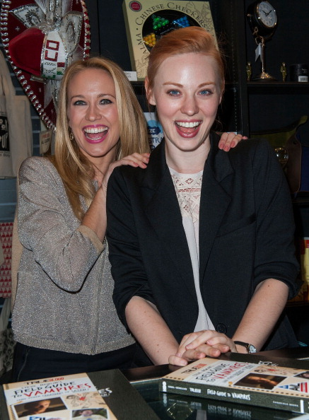 "Deborah Ann Woll「Book Signing For Chronicle Books' ""True Blood: Steve Newlin's Field Guide To Vampires""」:写真・画像(7)[壁紙.com]"