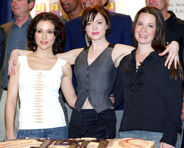 Television Show「The WB's 'Charmed' 150th Episode Cake Cutting」:写真・画像(12)[壁紙.com]