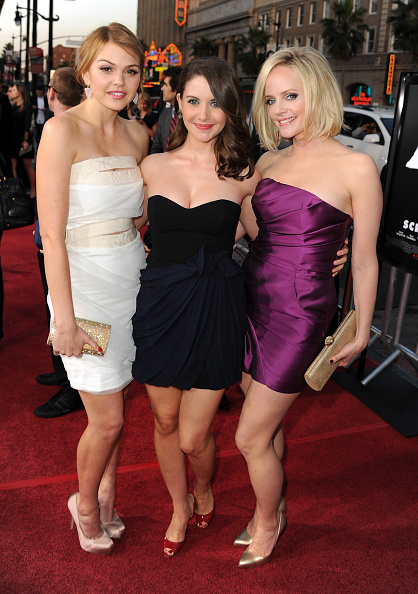 "Aimee Teegarden「Premiere Of The Weinstein Company's ""Scream 4"" Presented By AXE Shower - Red Carpet」:写真・画像(4)[壁紙.com]"