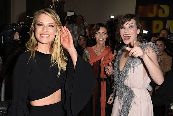 ミラ・ジョヴォヴィッチ「Premiere Of Sony Pictures Releasing's 'Resident Evil: The Final Chapter' - Red Carpet」:写真・画像(10)[壁紙.com]