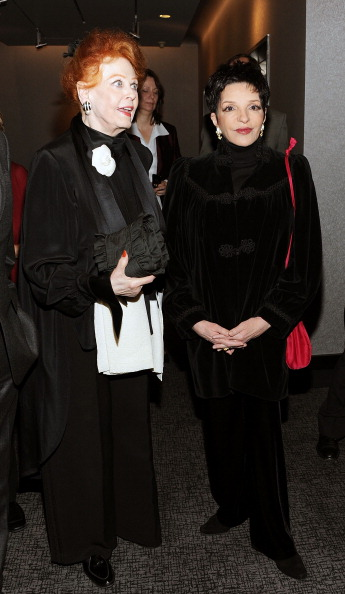 Arlene Dahl「Academy Of Motion Picture Arts & Science Theater Grand Re-Opening Ribbon Cutting Ceremony」:写真・画像(18)[壁紙.com]