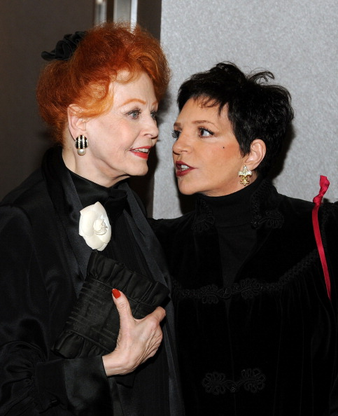 Arlene Dahl「Academy Of Motion Picture Arts & Science Theater Grand Re-Opening Ribbon Cutting Ceremony」:写真・画像(19)[壁紙.com]