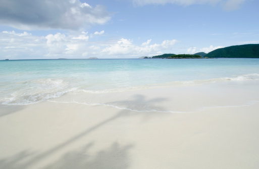 Coastline「USA, Virgin Islands, St. John, Shadow of palm trees on sandy beach」:スマホ壁紙(9)