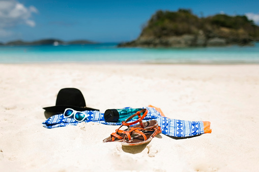 Virgin Islands「USA, Virgin Islands, Saint Thomas, Clothes left on beach」:スマホ壁紙(15)