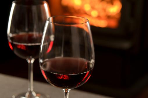 バレンタイン「暖炉の前で、レッドワイン」:スマホ壁紙(11)