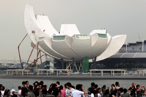 Tourist「Singapore's New ArtScience Museum Nears Completion」:写真・画像(11)[壁紙.com]