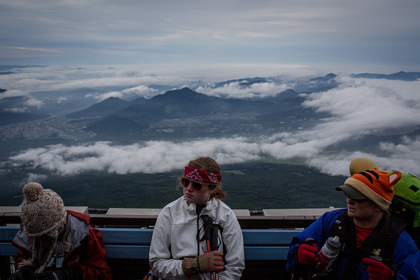 富士山「Mount Fuji Climbing Season Begins」:写真・画像(9)[壁紙.com]
