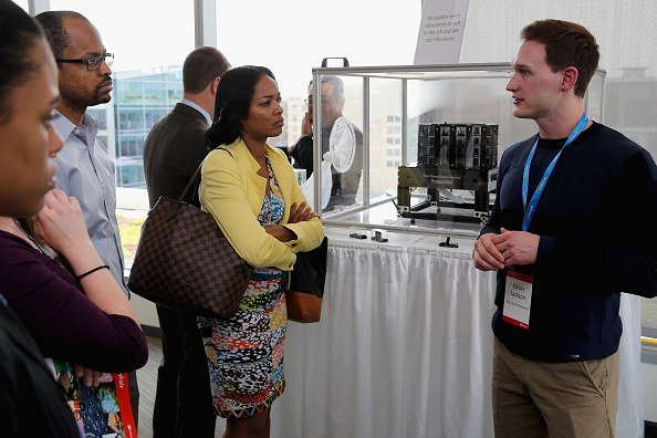 Big Data「Microsoft Shows Off Its New Technology At Tech Fair In Washington, DC」:写真・画像(5)[壁紙.com]