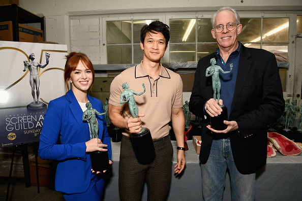 ビジネスと経済「25th Annual Screen Actors Guild Awards - Pouring Of The Actor Statuette」:写真・画像(16)[壁紙.com]