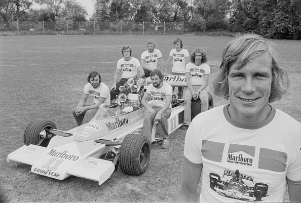 Motorsport「James Hunt with Marlboro Team McLaren」:写真・画像(4)[壁紙.com]