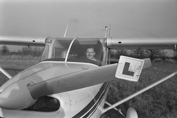 Ronald Dumont「Graham Hill Learns To Fly」:写真・画像(11)[壁紙.com]