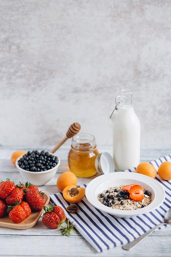 杏「Healthy breakfast on table」:スマホ壁紙(8)