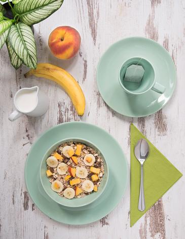 杏「混合穀物果物と緑の色を健康的な朝食、早朝。」:スマホ壁紙(5)