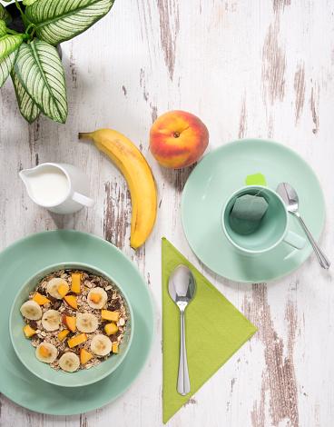 杏「混合穀物果物と緑の色を健康的な朝食、早朝。」:スマホ壁紙(6)
