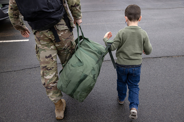 Army Soldier「10th Mountain Troops Return To Fort Drum As Part Of US Drawdown From Afghanistan」:写真・画像(17)[壁紙.com]