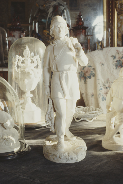 Bryn Colton「Statuette At Calke Abbey」:写真・画像(12)[壁紙.com]
