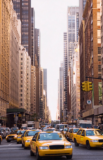 Taxi「Taxis driving on city street, New York City, New York, United States」:スマホ壁紙(11)