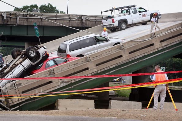 Bridge - Built Structure「Major Freeway Bridge Collapses In Minneapolis During Rush Hour」:写真・画像(5)[壁紙.com]