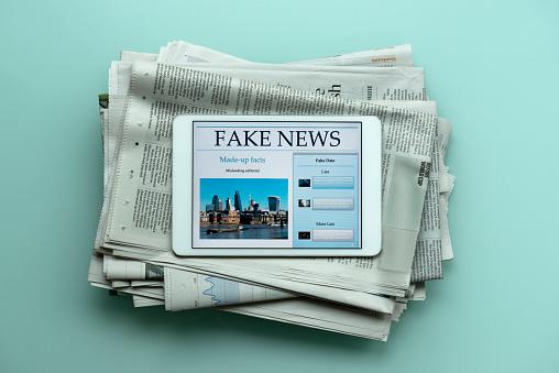 News Event「Fake News tablet」:スマホ壁紙(18)