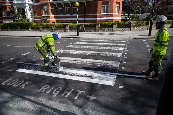 Infectious Disease「Iconic Abbey Road Crossing Is Repainted During The Coronavirus Pandemic」:写真・画像(17)[壁紙.com]