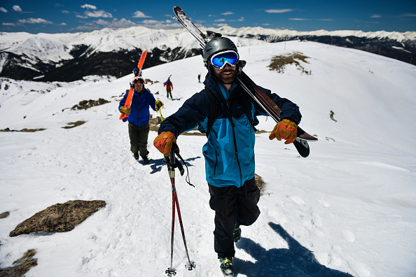 Ski Pole「Skiers And Snowboarders Enjoy Spring Conditions At Arapahoe Basin Over Memorial Day Weekend」:写真・画像(5)[壁紙.com]