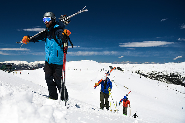 Ski Pole「Skiers And Snowboarders Enjoy Spring Conditions At Arapahoe Basin Over Memorial Day Weekend」:写真・画像(6)[壁紙.com]