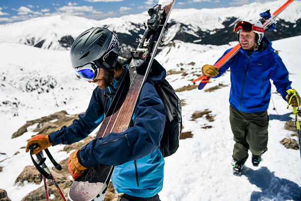 Ski Pole「Skiers And Snowboarders Enjoy Spring Conditions At Arapahoe Basin Over Memorial Day Weekend」:写真・画像(4)[壁紙.com]