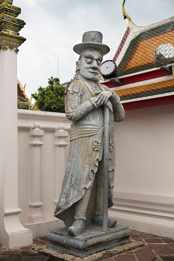 シルクハット「Chinese guardian Farang statues at the gate of Wat Pho.」:スマホ壁紙(4)
